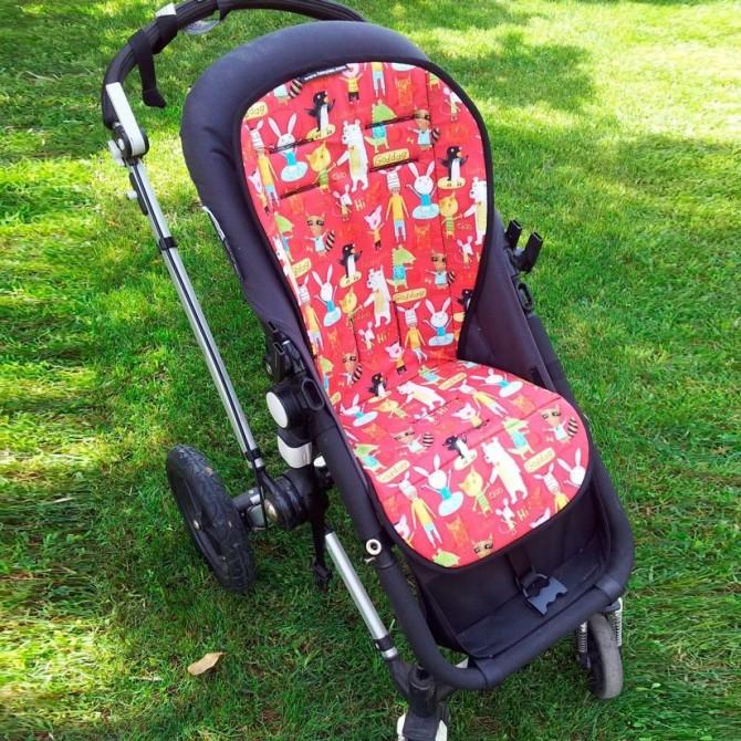 Colchoneta silla animales fondo rojo
