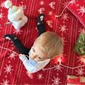 Bebe con patucos de muñeco de nieve