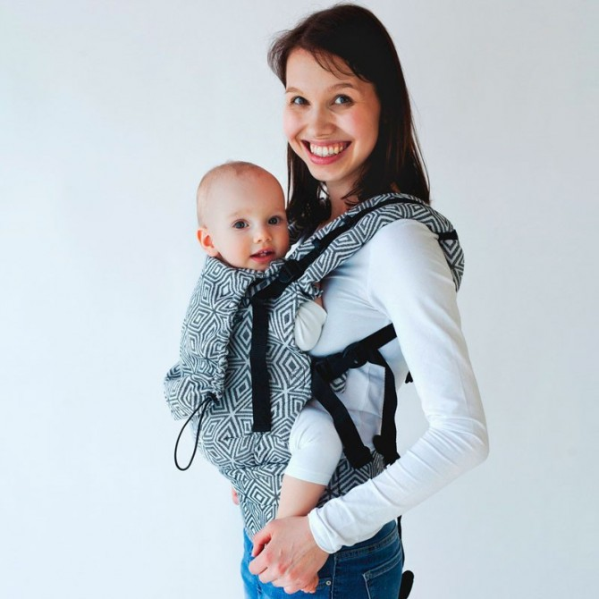 Ergonomic Baby carrier - black cube